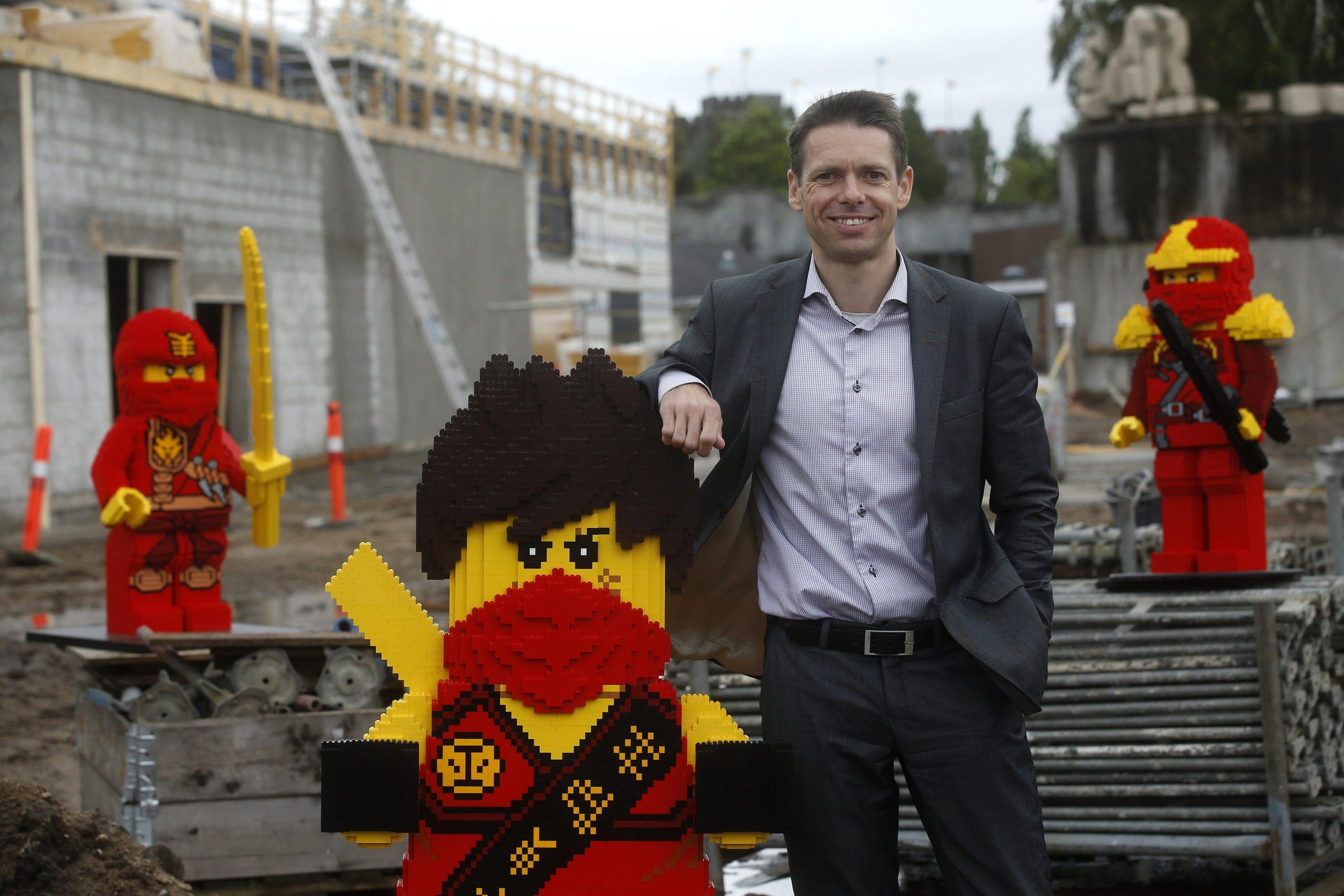 De mange coronarestriktioner gjorde 2020 til et trist år for også Legoland i Billund. Her er det administrerende direktør Christian Woller. Pressefoto: Legoland.