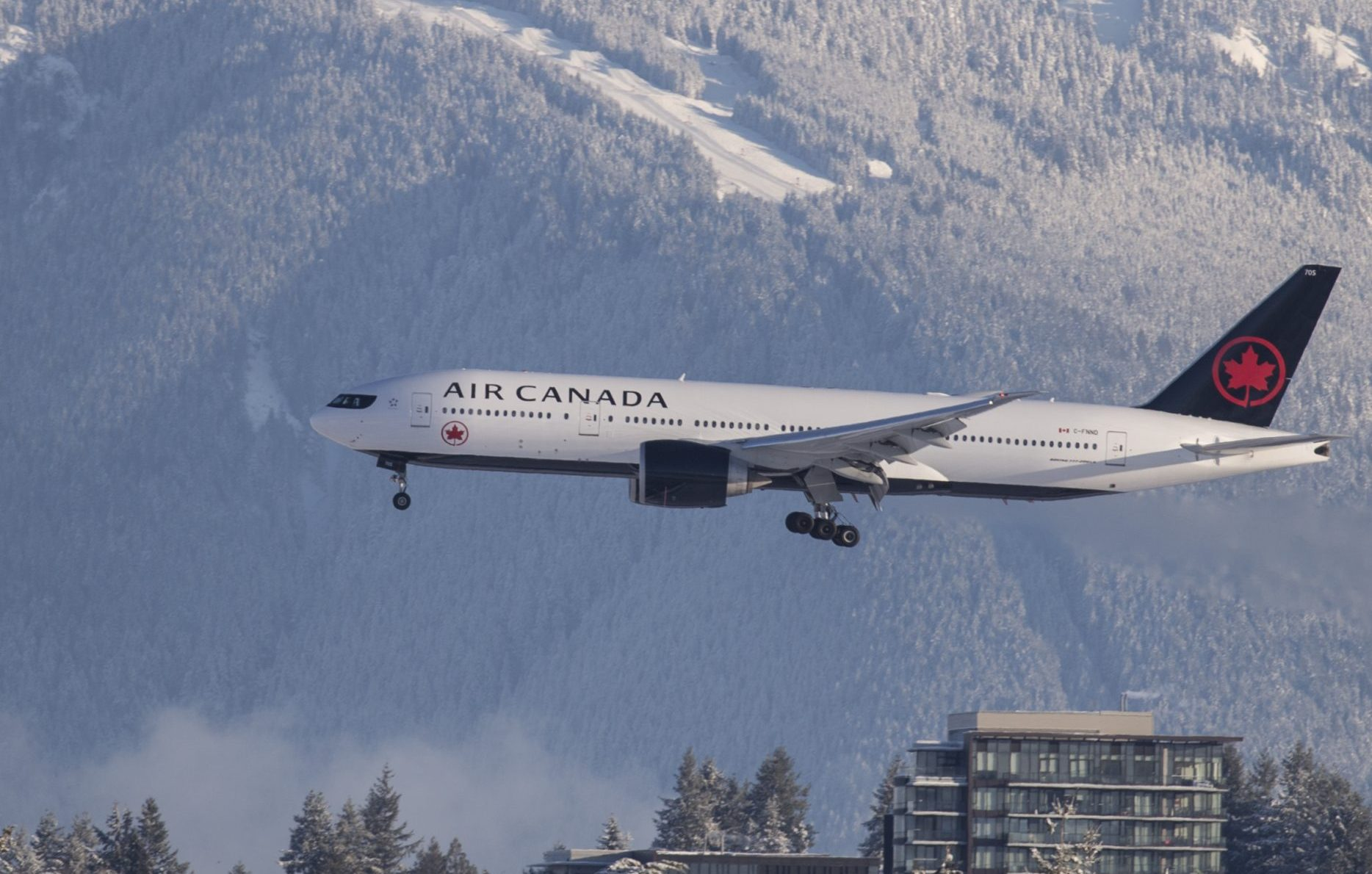 En Boeing B777-200LR fra Air Canada, der nu kraftigt øger betjeningen af USA. Air Canada håber på genoptagelse af passagerrute til København. Arkivpressefoto fra Air Canada.