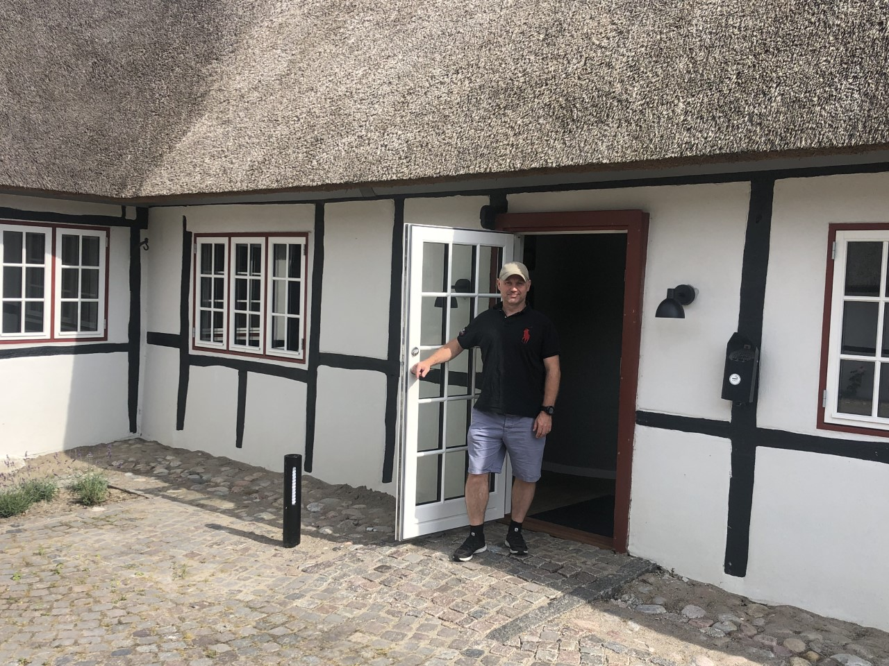 Anders Vang ved Hotel Nørrevang ved Marielyst på Falster, som et af de firmaer, han er medejer af, overtog forpagtningen af fra denne måned. Derudover er han også medejer af TR Rejser, der blandt andet har Thinggaard Rejser. Privatfoto.