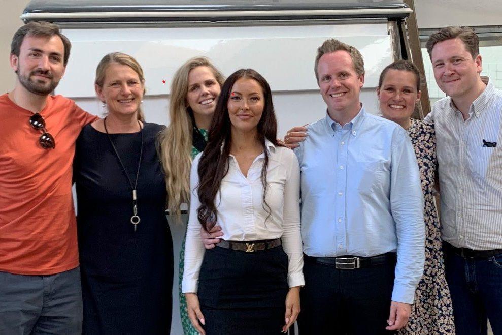 En af de nyeste historier på Kort Nyt-bloggen på STANDBY.DK handler om, at to elever fra københavnske Arthur Hotels har afsluttet deres uddannelse på Hotel- og Restaurantskolen med hver deres guldmedalje. Foto: Arthur Hotels.