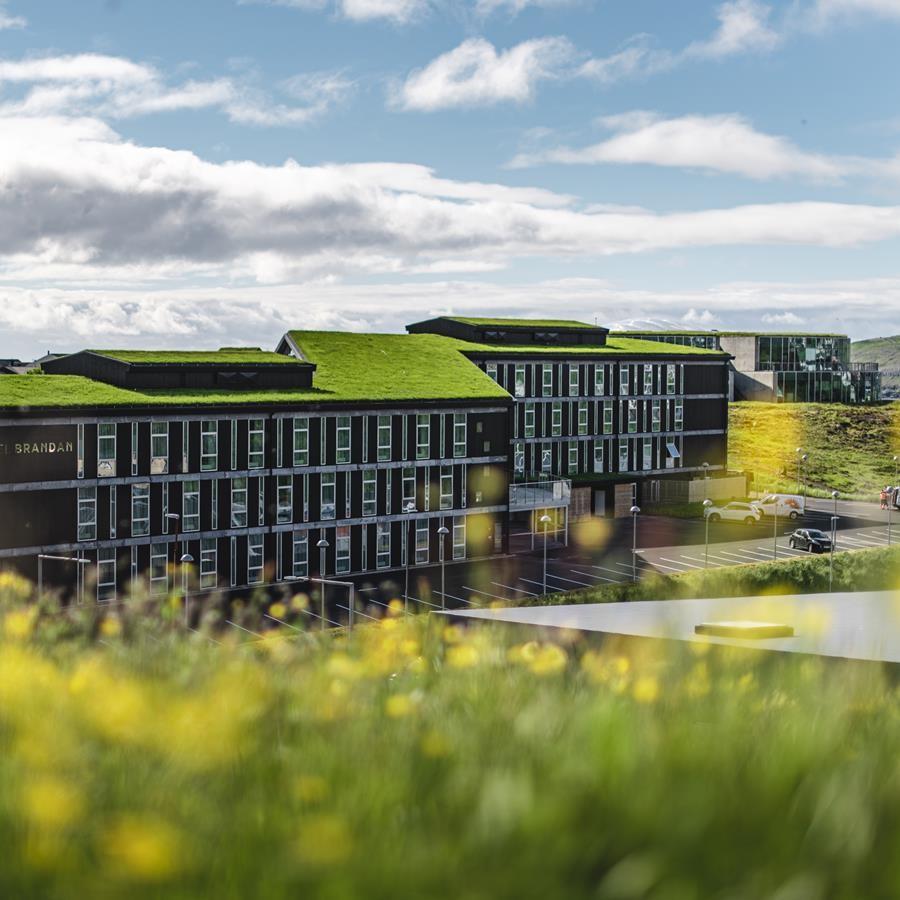 Green Key fik sidste år sit første hotelmedlem på Færøerne i form af Hotel Brandan med 124 værelser ved Torshavn. Bag det firestjernede hotel står det færøske rederi Smyril Line. PR-foto.
