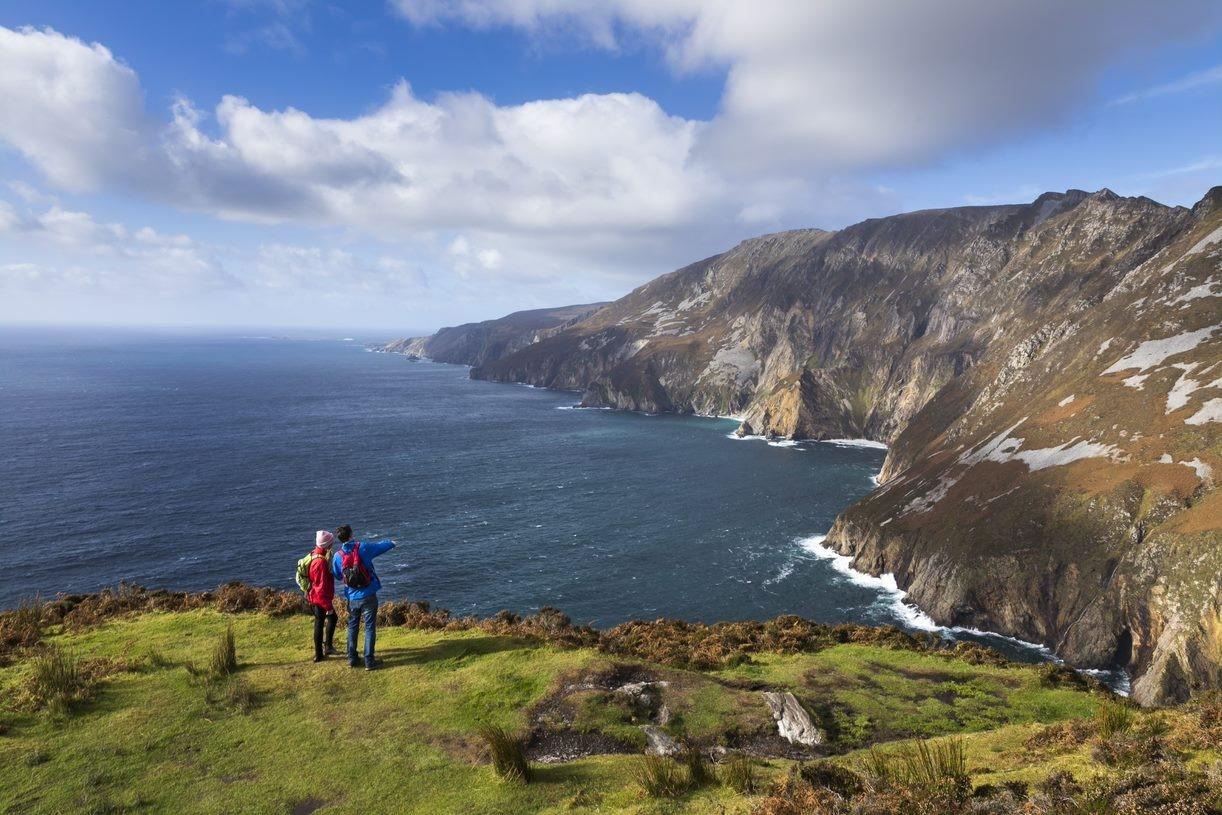 """Blandt de mest kendte irske turistattraktioner er """"The Wild Atlantic Way"""" ved den irske vestkyst. Foto via:Tourism Ireland."""