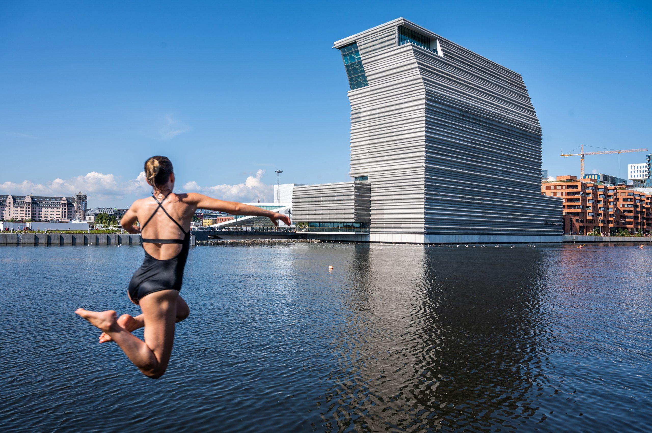 Danskerne kan igen rejse til Norge, her er det sommer i Oslo med Munch-museet i baggrunden. Foto for VisitNorway: Guttorm Stilen Johansen.