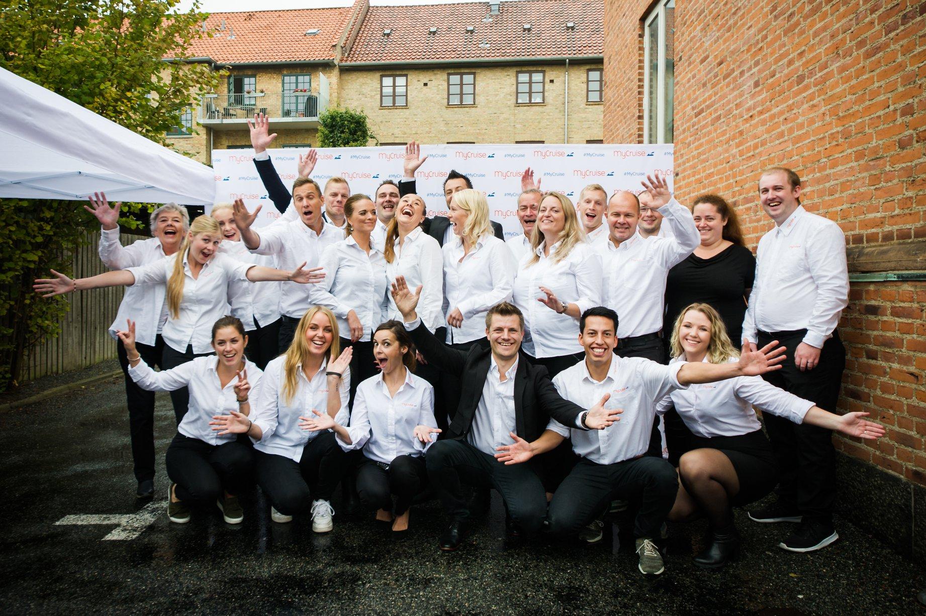 MyCruise fejrede i 2018 10-års jubilæum – her ses medarbejderne ved jubilæet. Foto: MyCruise.dk
