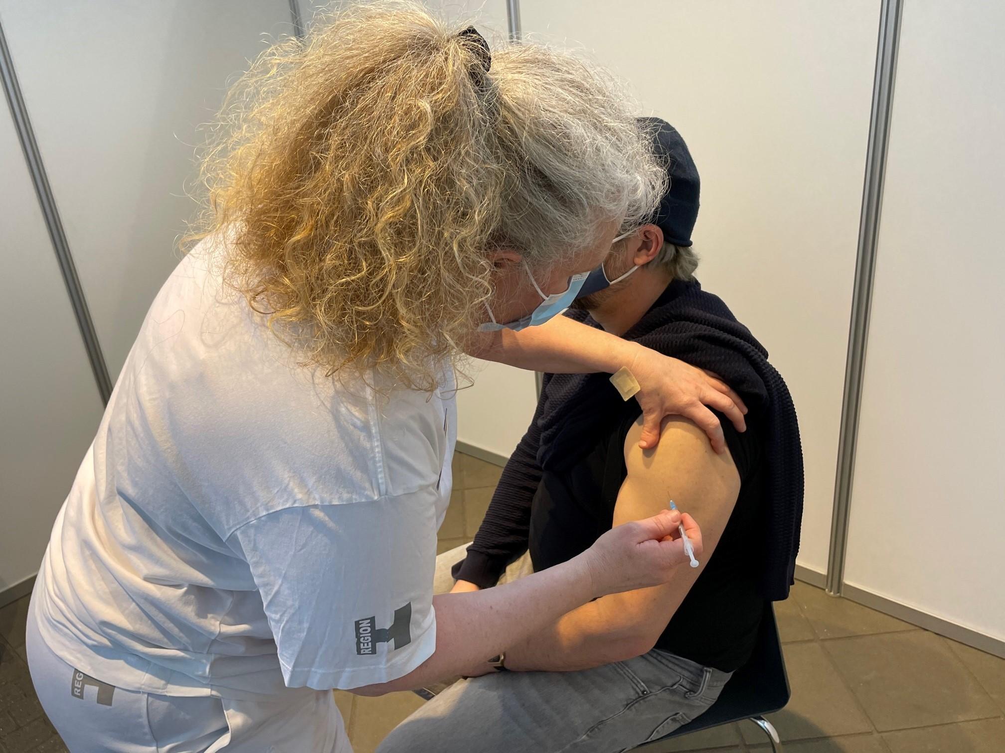 Umiddelbart kan danske arbejdsgivere ikke stille krav om, at en medarbejder skal være coronavaccineret, men der kan være undtagelsestilfælde, siger advokat i DRF. Arkivpressefoto: Region Hovedstaden.