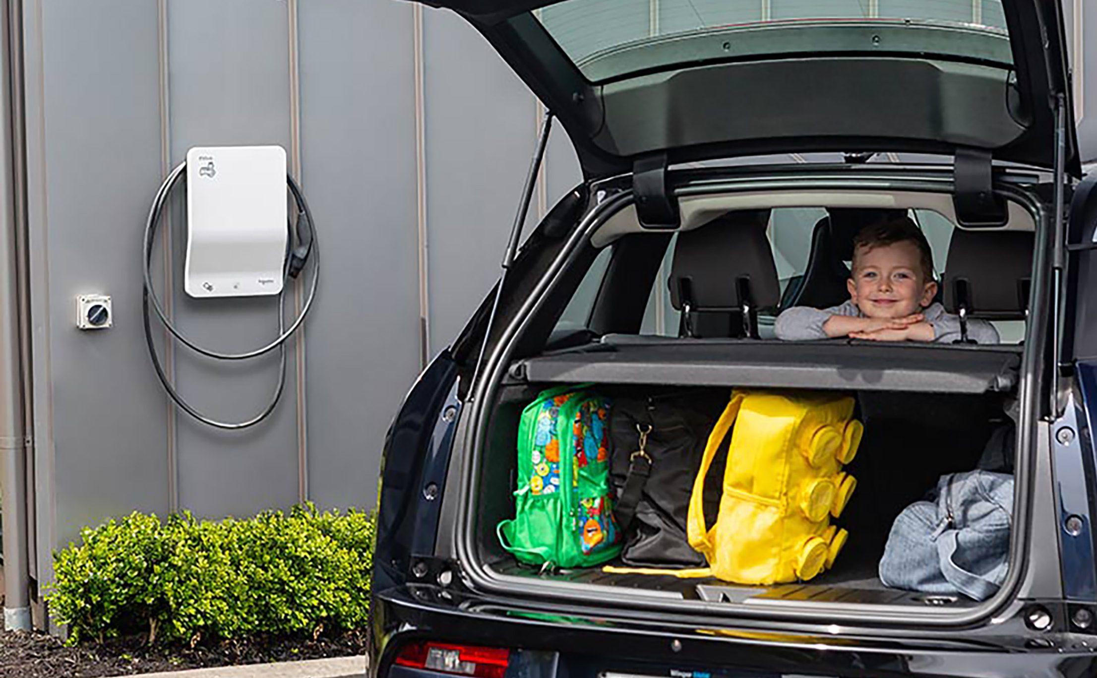 Der kommer flere og flere elbilister, og for mange er muligheden for at oplade bilen på matriklen blevet et krav. PR-foto: Feriehusudlejernes Brancheforening.