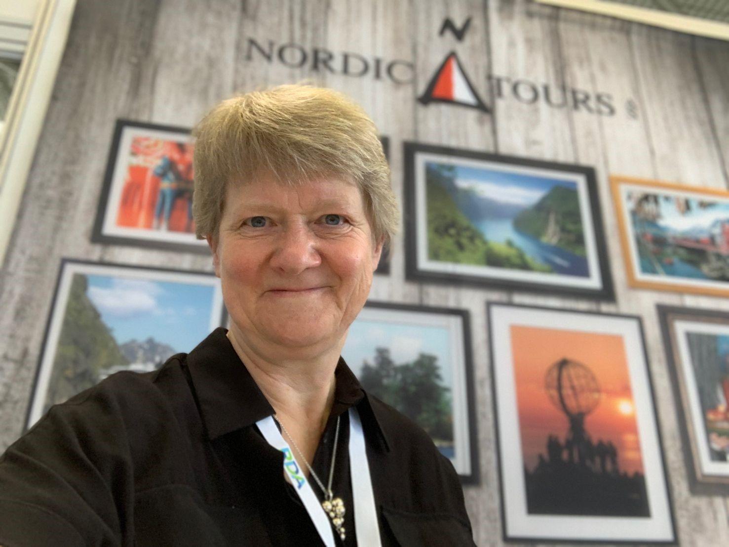 """""""Vi anbefaler vores kunder, at det kun er færdigvaccinerede eller immune gæster, de kommer med,"""" siger Nordic Tours' ejer og direktør, Hanne Mikkelsen, der her er på sidste uges busrejsemesse i Køln. Foto: Nordic Tours."""