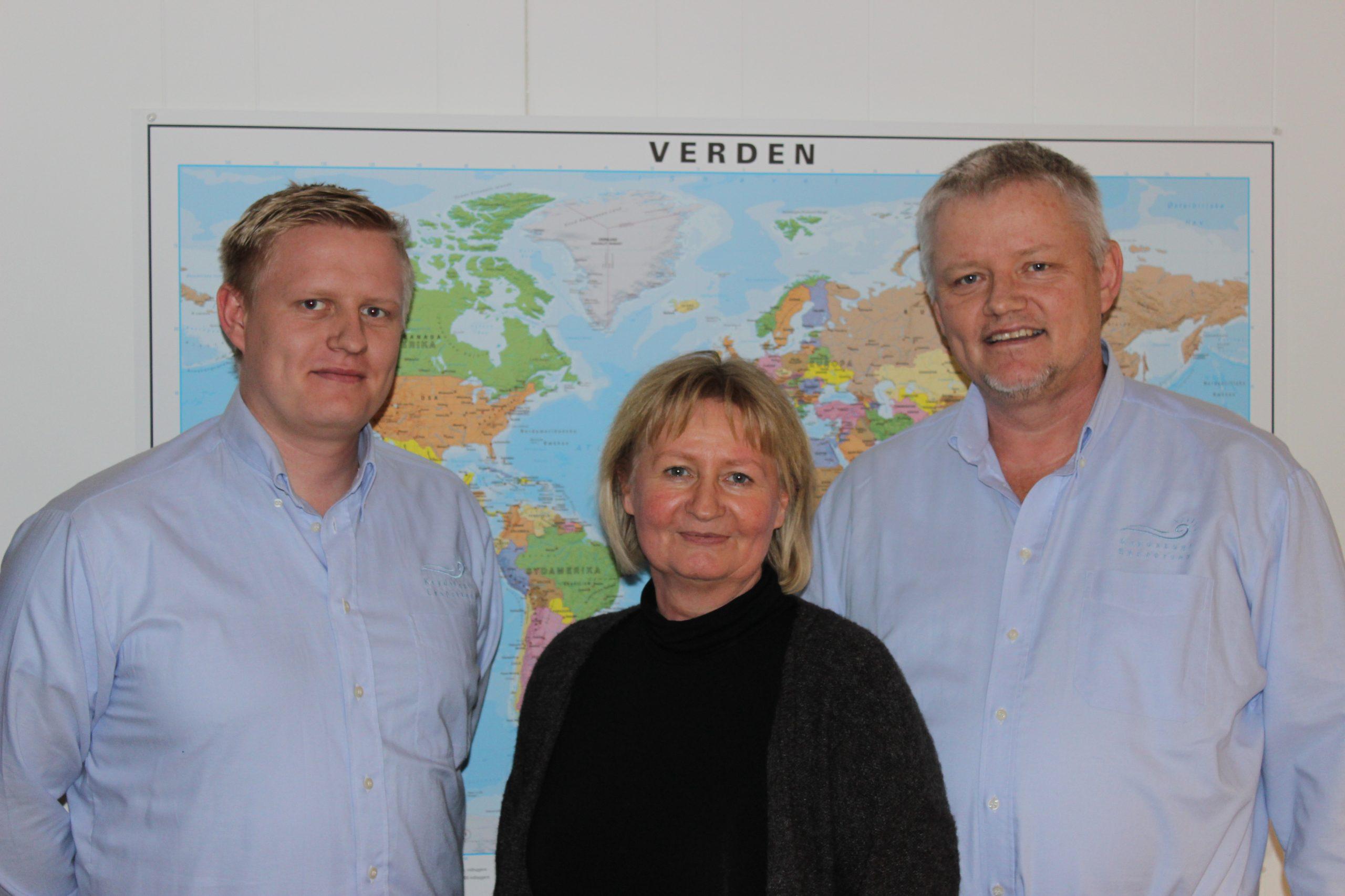 Direktionen i familieejede Krydstogt Eksperten med hovedkontor i Lunderskov består af fra venstre sønnen Jens samt forældrene, Hanne og Niels Petersen. Privatfoto.