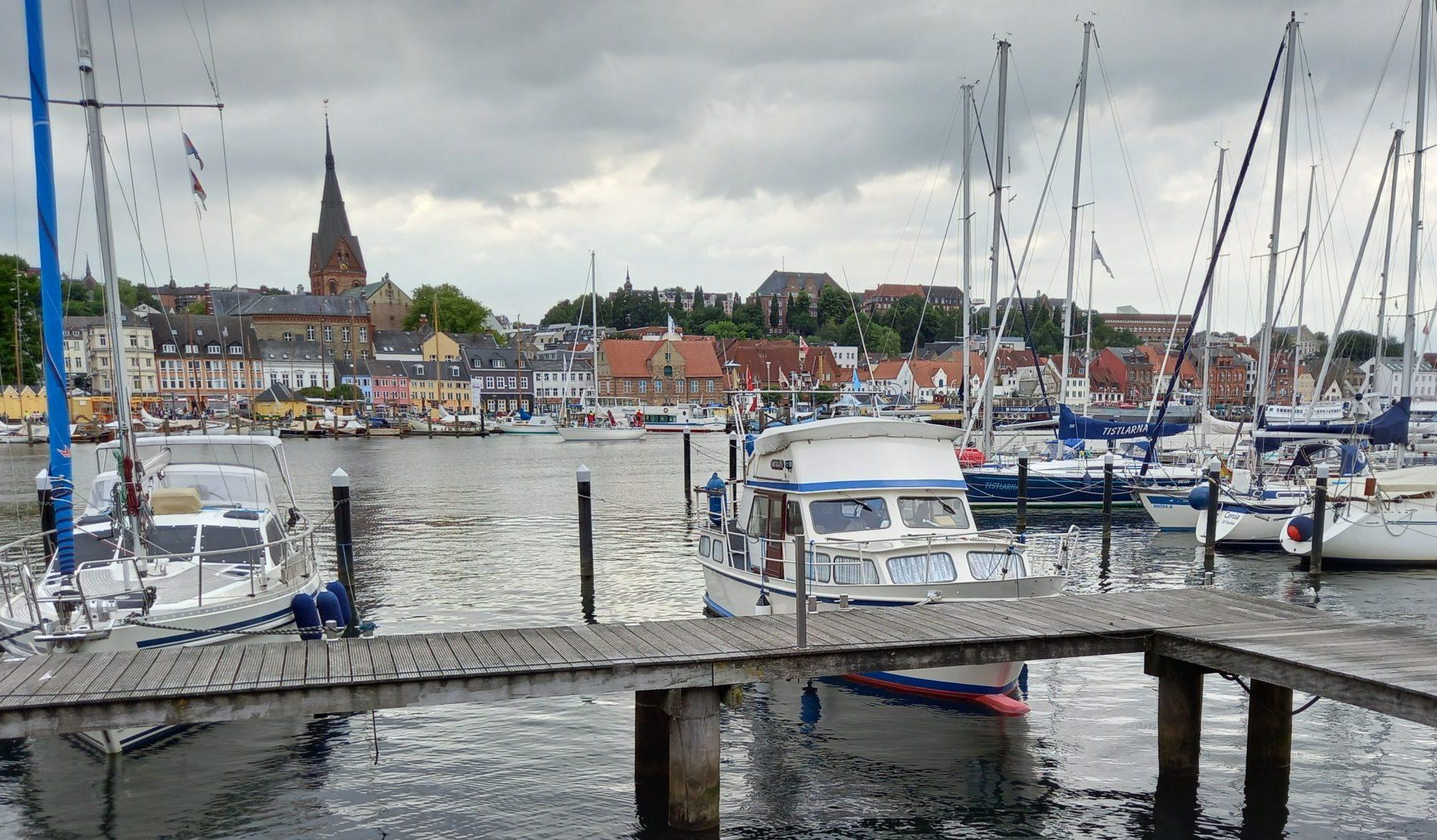 Den charmerende tyske havneby Flensborg, der ligger få kilometer fra den danske grænse, har gennem sommeren været en af de mest søgte overnatningsdestinationer for danskerne, viser tal fra Booking.com. Arkivfoto: Henrik Baumgarten.