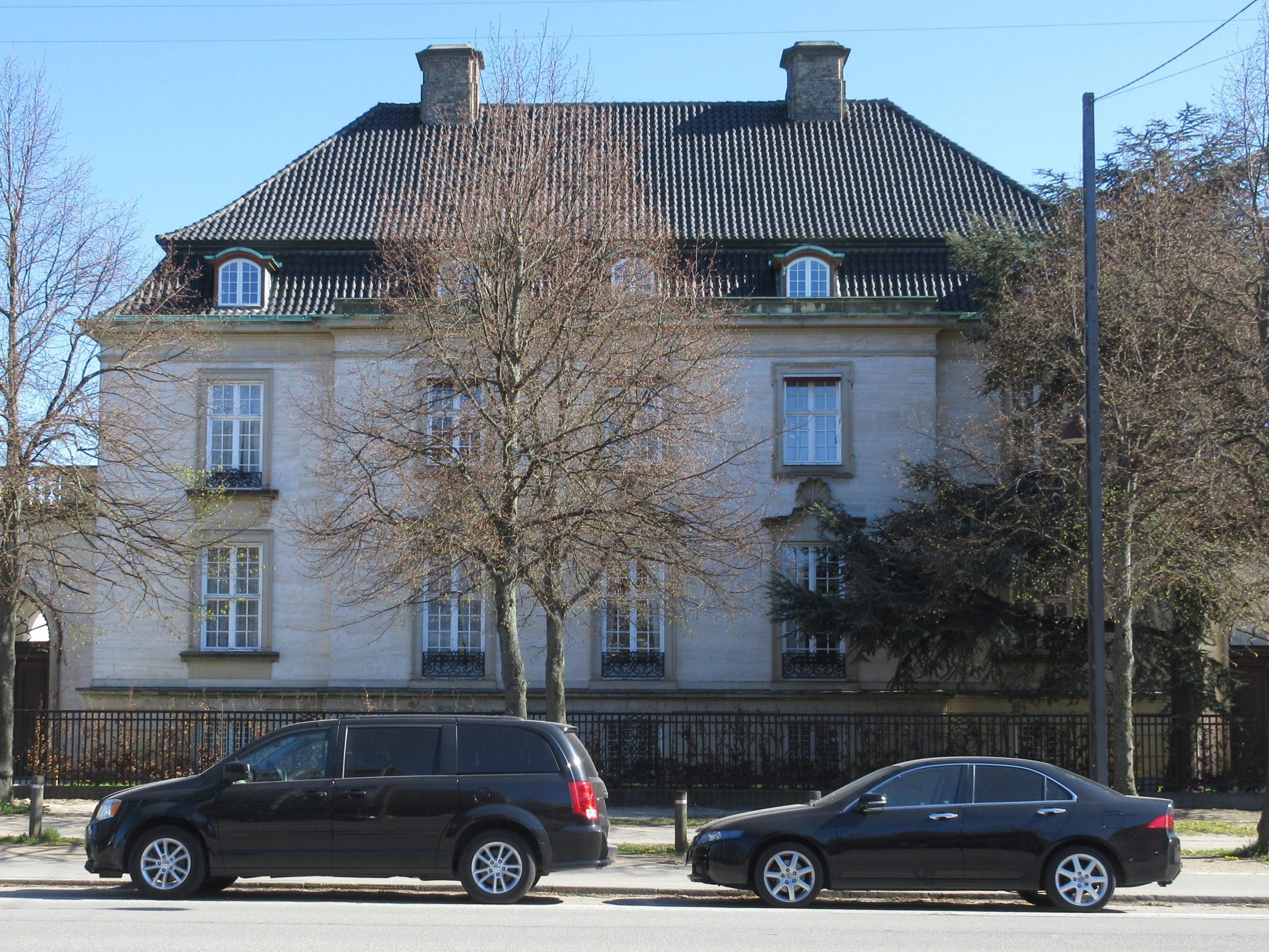 Palæet på Østerbro med den kommende Villa Canada. Hele bygningen skal lejes, der sælges ikke enkeltværelser. Prisen starter på 75.000 kroner i døgnet. Wikipediafoto: Ramblersen2.