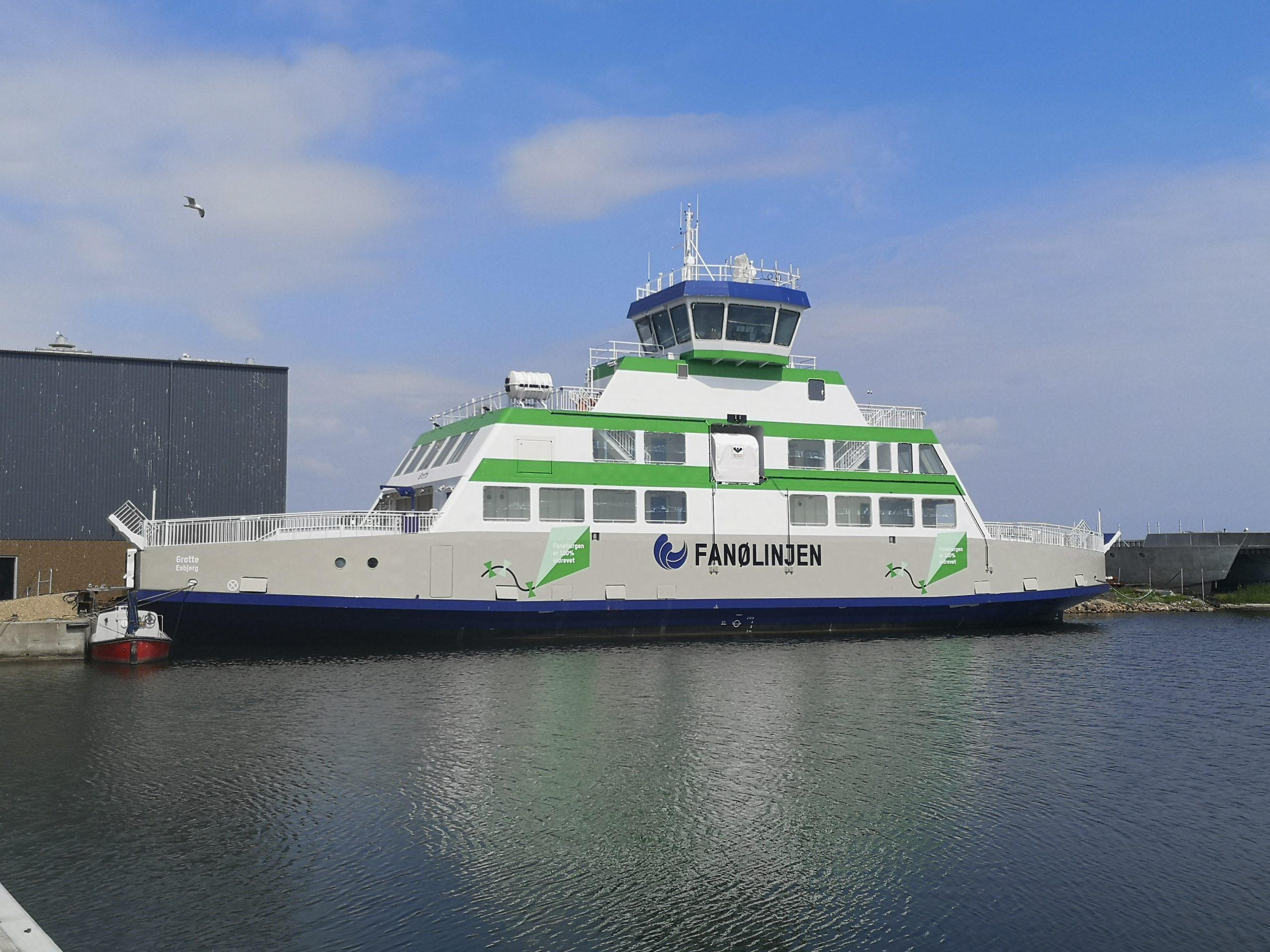 Fanølinjen, en af de ni danske færgeruter ejet af Molslinjen, fik forleden ny elfærge, Grotte, der skal sejle mellem Esbjerg og Fanø. PR-foto: Molslinjen.