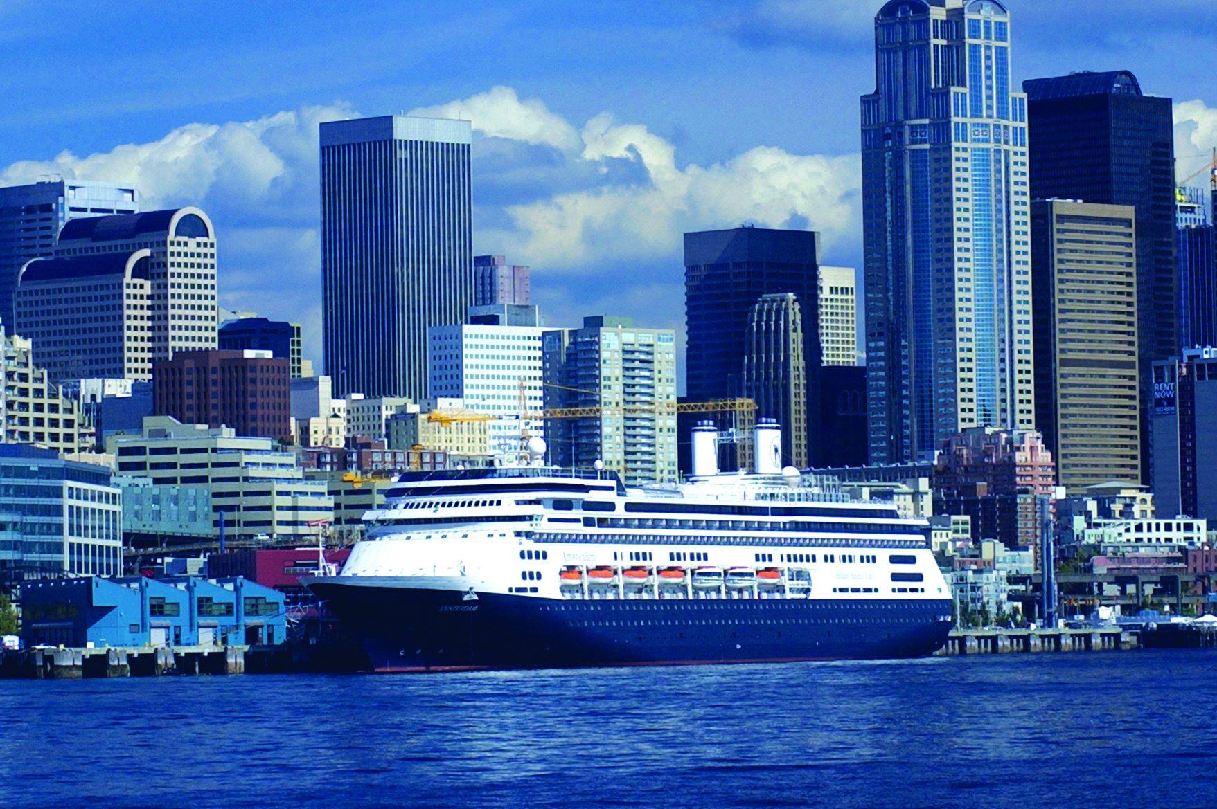 Krydstogtskibet M/S Amsterdam fra rederiet Holland America Line, et af de ni varemærker hos Carnival Corporation, i havnen i Seattle. Arkivpressefoto fra Carnival Corporation.