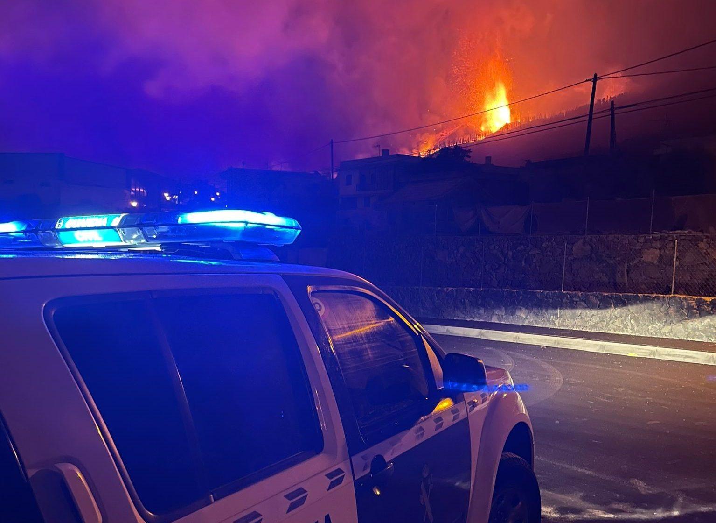 Vulkanudbruddet på La Palma har foreløbig betydet evakuering af flere tusinde af øens indbyggere. Twitter fra det den spanske politistyrke Guardia Civil.
