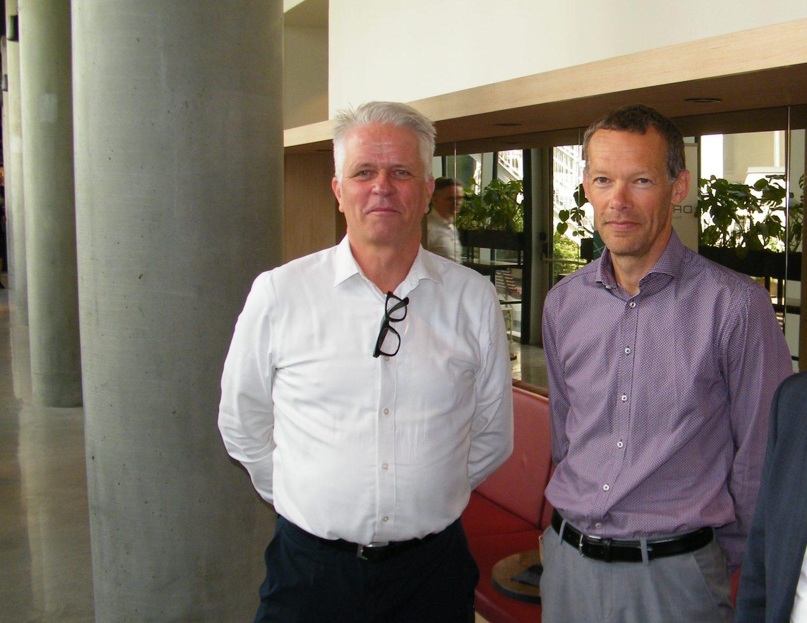 """""""Vi lytter til rejsebranchen i arbejdet med at definere, hvordan rejsevejledningerne kan se ud efter 1. november,"""" siger chef for Borgerservice, Erik Brøgger Rasmussen, til højre. Her med DRF's direktør, Lars Thykier. Arkivfoto: Henrik Baumgarten."""