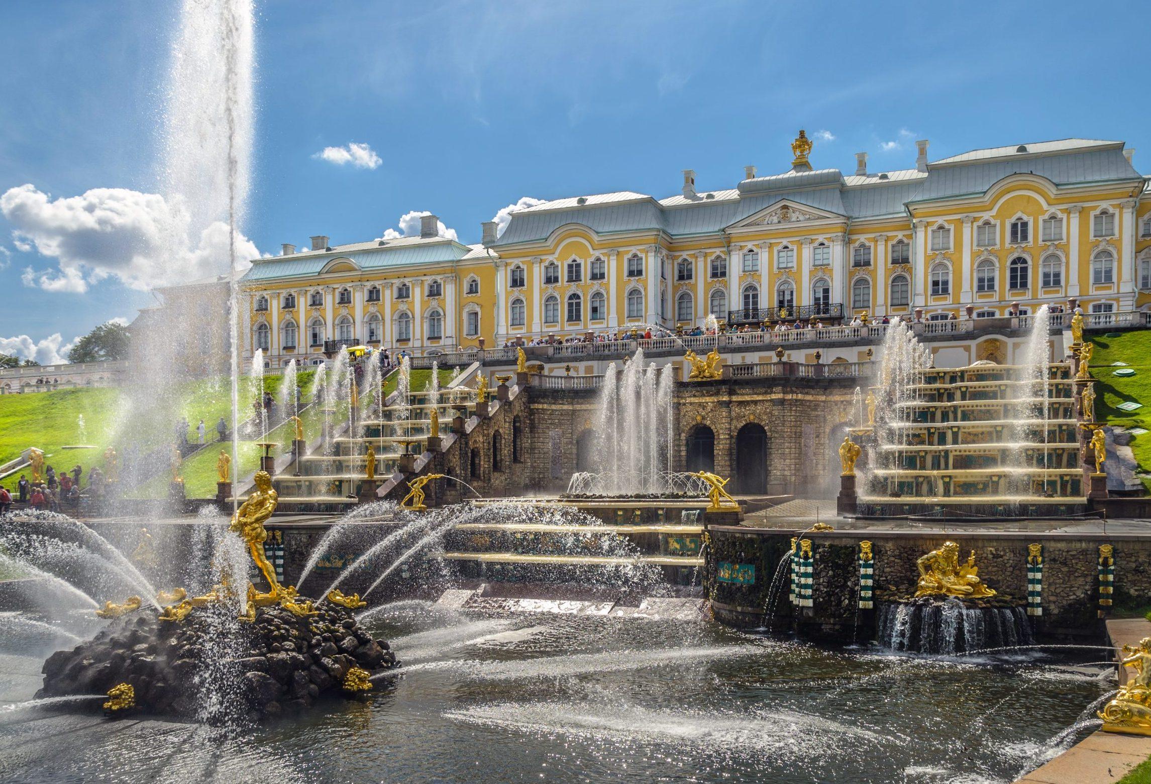 Akademisk Rejsebureau med blandt andet speciale i rejser med rejseleder i Rusland er gået konkurs. Arkivfoto fra Det store Palads i Peterhof ved Skt. Petersborg. Wikipediafoto: Alex 'Florstein' Fedorov.