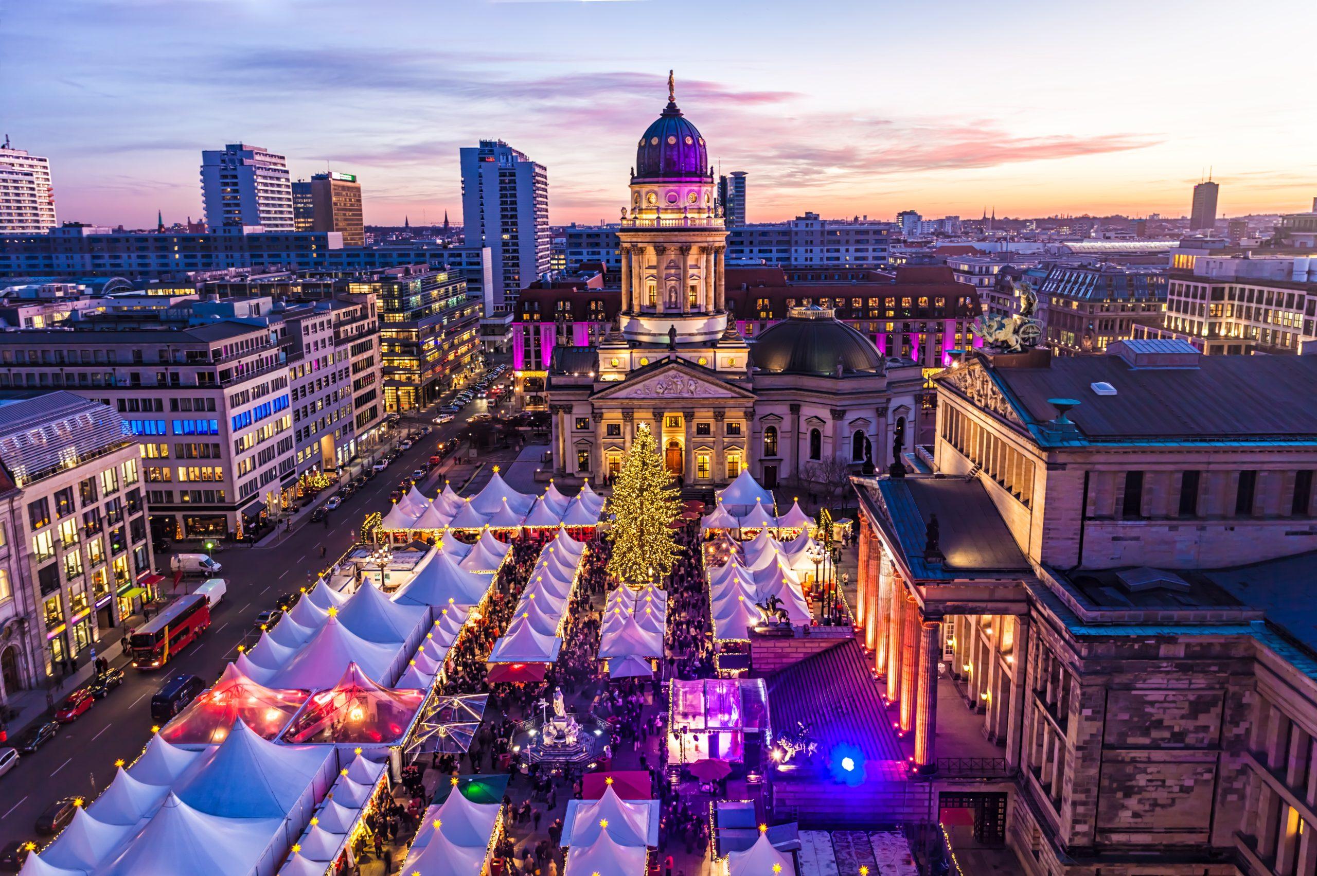 Julemarked på Gendarmenmarkt i Berlin. Pressefoto fra Getty Images via Tysk Turist Information.