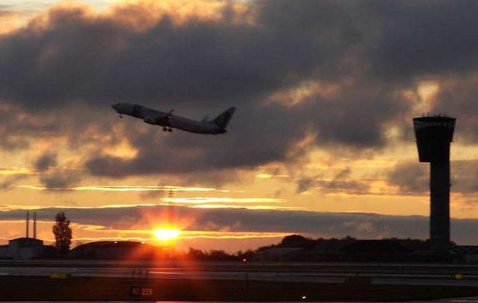Flyselskaberne får mere miljøvenlige fly, men flyver omvendt mere på grund af stadig flere passagerer. Arkivpressefoto fra Københavns Lufthavn: Ernst Tobisch.